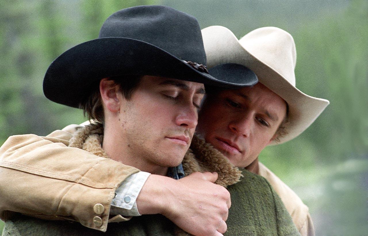 Os momentos de amor entre os cowboys dão o tom de 'O Segredo de Brokeback Mountain'. A primeira vez que eles ficam juntos é o ponto alto do filme. (Foto: Divulgação)
