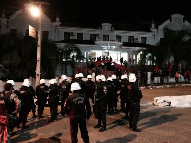 Segundo a PM, cerca de 100 pessoas participaram do protesto contra a Copa em Porto Velho (Foto: Bruna Teberge/Arquivo pessoal)