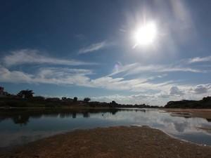 Falta de chuva muda o cenário do Paraíba do Sul em Campos (Foto:  Hellen Souza/Folha da Manhã )