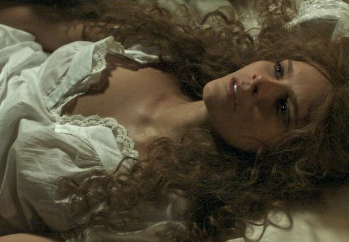 Logo que saiu do internato, Isabel deu seu grito de liberdade e casou com um homem bem mais velho  (Foto: TV Globo)