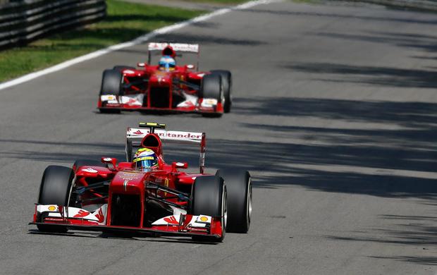 Felipe Massa e Fernando Alonso no treino classificatório para o GP da Itália, em Monza (Foto: EFE)