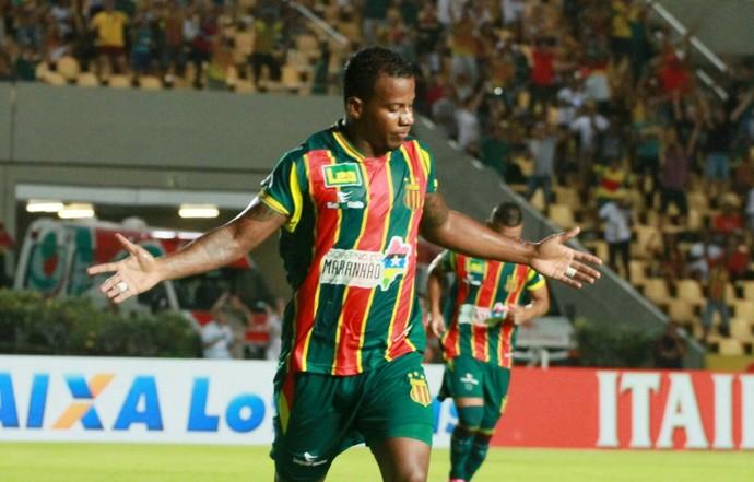 Guilherme Santos comemora primeiro gol do Sampaio sobre Vitória da Conquista (Foto: Biaman Prado/O Estado)