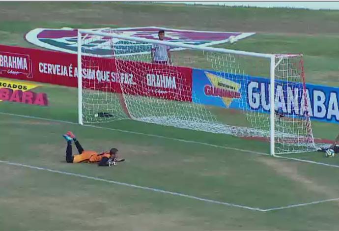 Douglas Borges após fazer grande defesa (Foto: Reprodução/SporTV)
