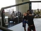 Paulo Rocha treina MMA em academia no Rio