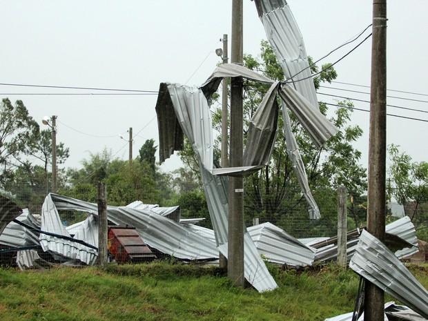 Chuva provocou estragos também em Santana do Livramento, na Fronteira Oeste (Foto: Fabian Ribeiro/Estadão Conteúdo)