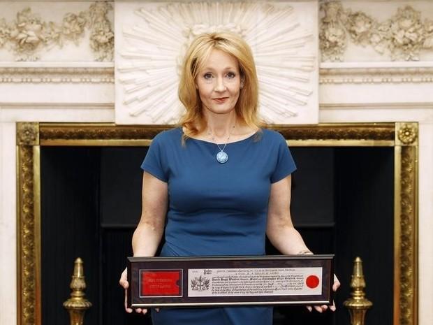 Escritora britânica J.K. Rowling, durante evento em Londres no dia 8 de maio (Foto: REUTERS/Andrew Winning)