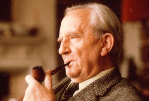 O escritor J.R.R. Tolkien, autor de O Hobbit e O Senhor dos Anéis (Foto: Reprodução)