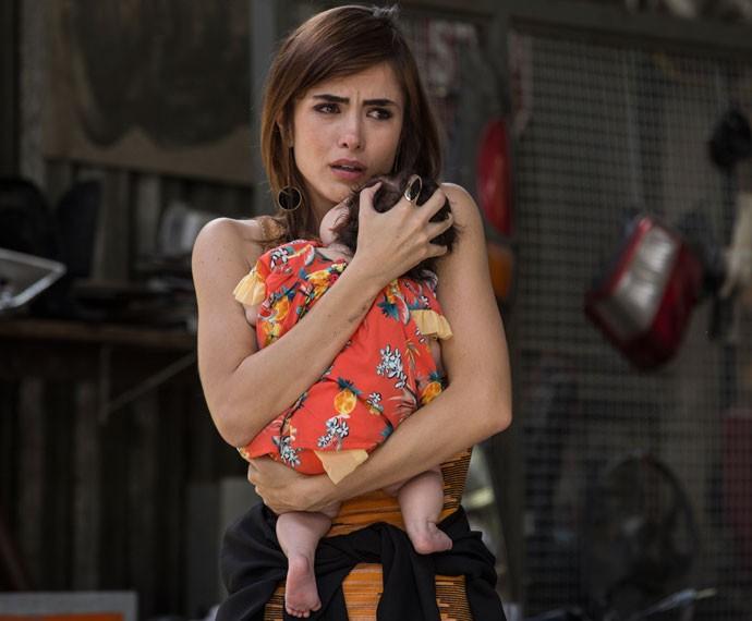 Margot fica desesperada com prisão do namorado (Foto: Inácio Moraes/Gshow)