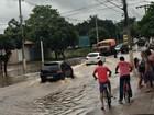 Rio atinge 9,1 m e água passa por cima de ponte em Aquidauana, MS