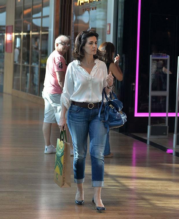 Fátima Bernardes tem sábado de compras, no Rio de Janeiro
