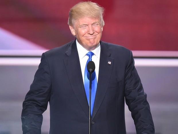 Donald Trump sorri durante a convenção do Partido Republicano no Quicken Loans Arena, em Cleveland, Ohio, na segunda (18) (Foto: Robyn Beck/AFP)