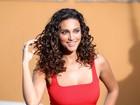 Débora Nascimento faz comercial e fala sobre os cachos: 'Eu detestava'