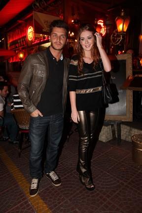 Klebber Toledo e Marina Ruy Barbosa em restaurante em São Paulo (Foto