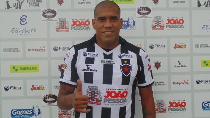 luiz carlos, centroavante, Botafogo-pb (Foto: Divulgação / Botafogo-PB)