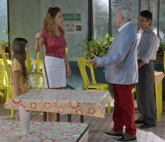 Maurice vai até Campo Claro e surpreende Gilda (Foto: TV Globo)