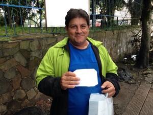 Valdemar saiu de Canoas para ser atendido em Porto Alegre, e teve a consulta adiada (Foto: Josmar Leite/RBS TV)