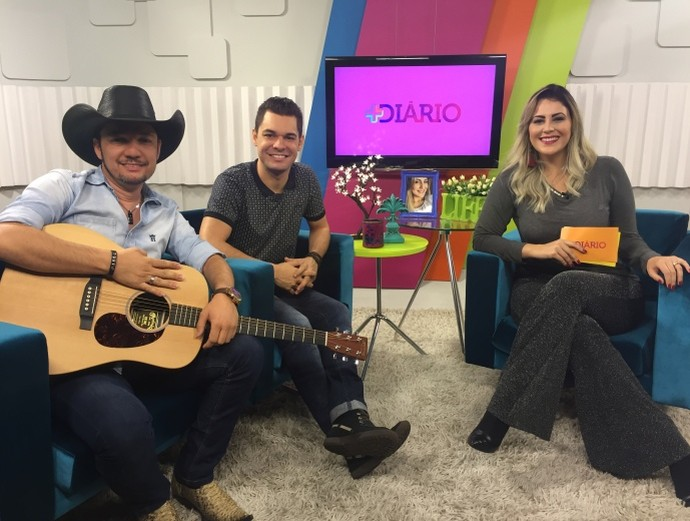 Léo e Júnior faz o som do 'Mais Diário' deste sábado (4)  (Foto: Reprodução / TV Diário )