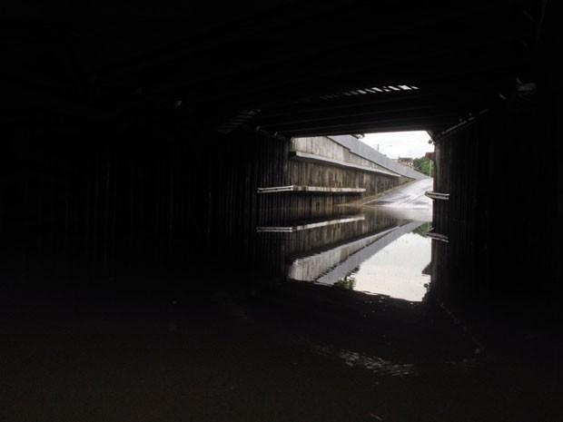 Túnel da Abolição foi inaugurado em abril, com mais de um ano de atraso. Desde então, já foi interditado outras duas vezes por causa de alagamentos provocados por panes elétricas (Foto: Kety Marinho / TV Globo)