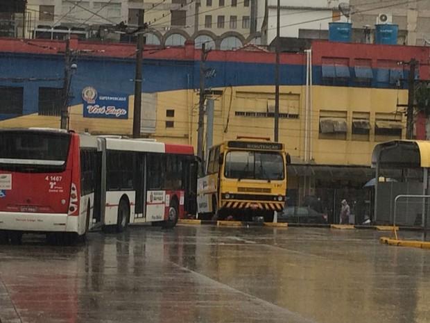 Terminal de ônibus do Parque Dom Pedro tem protesto de motoristas (Foto: Tatiana Santiago/G1)