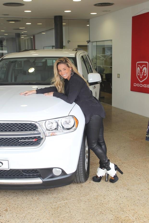 Danielle Winits compra carro (Foto: Delson Silva / AgNews)