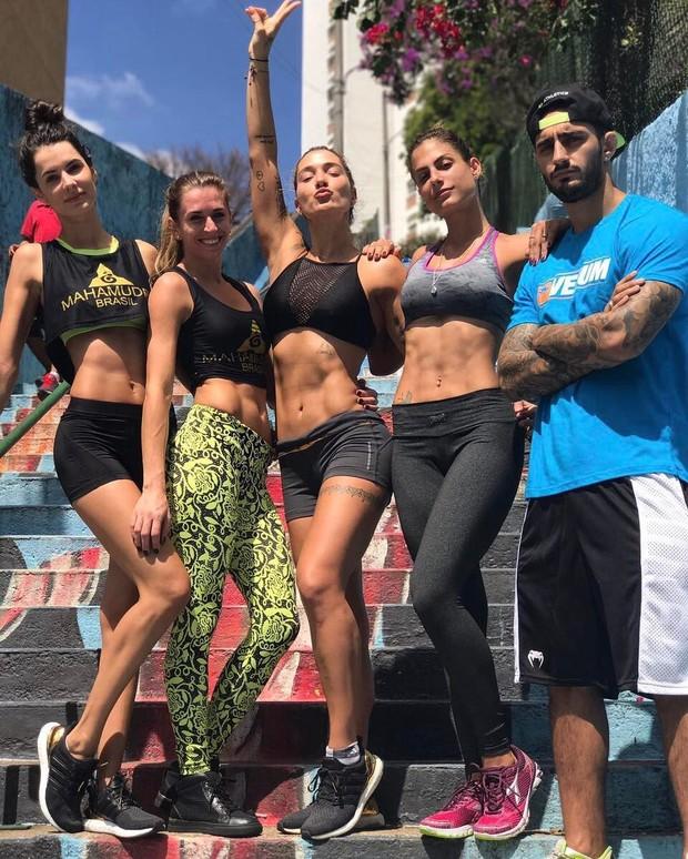 Taty Betin, Gabriela Pugliesi, Mariana Gonzalez e amigos (Foto: Reprodução/Instagram)