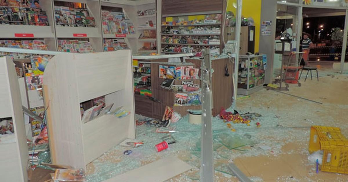 Quadrilha destrói supermercado ao explodir caixa eletrônico na Bahia - Globo.com