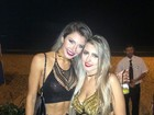 Tatiele Polyana erra a maquiagem e não perde o clima em foto com amiga