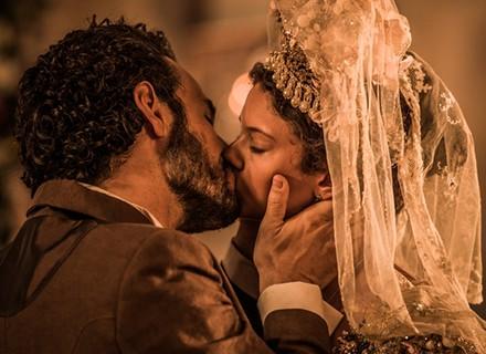 Afrânio e Leonor se casam na igreja e causam revolta