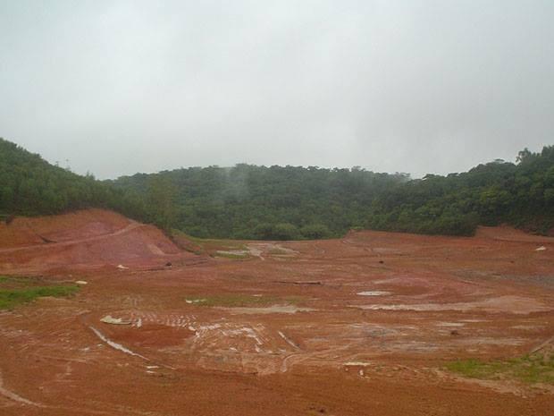 Acidente Cataguases 3ª foto - Lagoas desativadas 15/12/11 (Foto: Cataguases de Papel/Arquivo Pessoal)