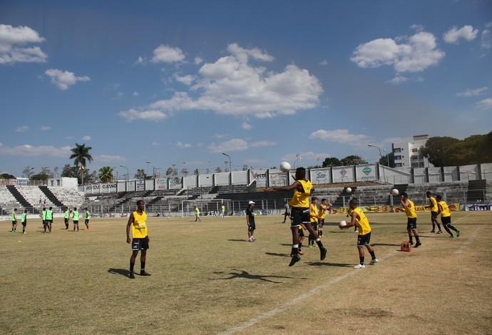 Araxá Esporte Treino Gansinho Júnior (Foto: Maritza Borges)