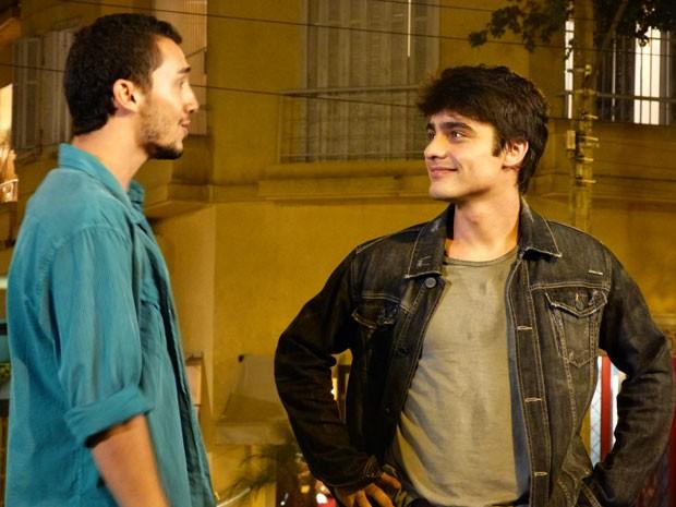 Vitor diz que vai proteger o irmão e pede pra ele tomar jeito na vida (Foto: Malhação / Tv Globo)
