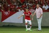 Emocionado com gol no fim, Abel dedica vitória a roupeiro do Inter