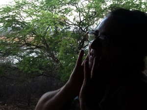 Maria Lucidez de Araújo, de 62 anos, teme ter de deixar a comunidade onde mora por causa da seca que atinge São José do Seridó, RN (Foto: Anderson Barbosa/G1)