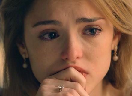 Reta final: Júlia chora e confessa que viagem é tentativa de fuga