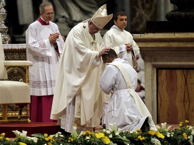 Papa Francisco ordena novos sacerdotes no Vaticano (Foto: Max Rossi/Reuters)