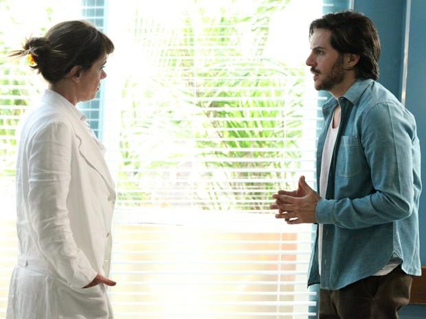 Herval fica desesperado ao descobrir que Sandra teve alta (Foto: Carol Caminha/ TV Globo)