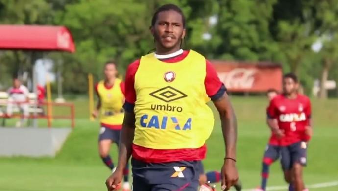 Atacante Douglas Coutinho no treino do Atlético-PR (Foto: Site oficial do Atlético-PR/Divulgação)