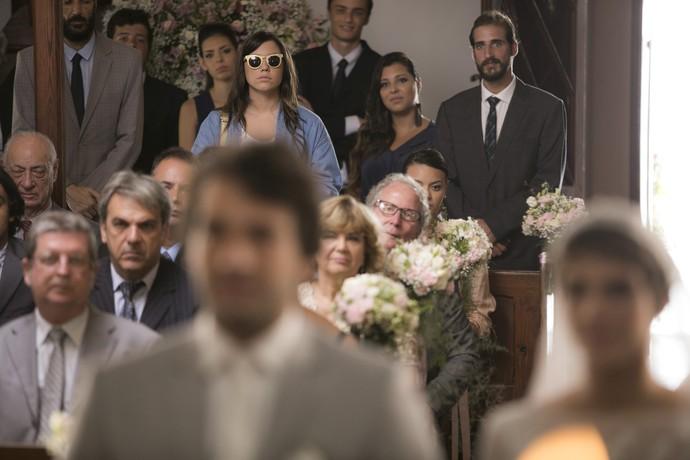 Mulher parecida com Isabela aparece no casamento de Tiago e Letícia (Foto: Raphael Dias/Gshow)