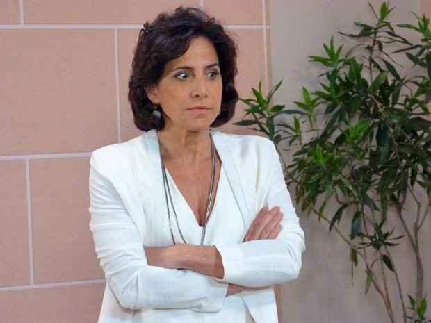 Adriana confessa que está envolvida no passado de Laura (Foto: Stephanie Cândido / Gshow)