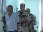 Suspeito de atirar em promotor é levado para presídio no Grande Recife