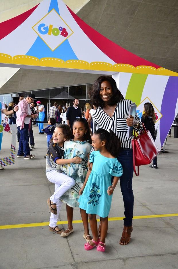 Glória Maria com as filhas (Foto: Henrique Oliveira / AgNews)