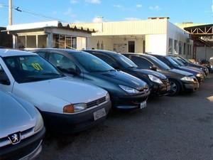 Veículos serão leiloados em Passo Fundo  (Foto: RBS TV/ Reprodução)