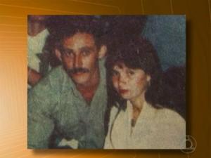 Com foto antiga do pai, Julianne ajudou a localizá-lo (Foto: Reprodução/TV Cabo Branco)