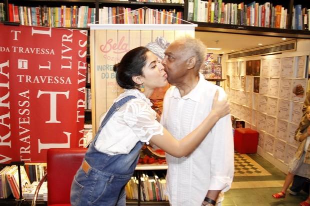 Gilberto Gil prestigiam o lançamento do livro de Bela Gil (Foto: Marcos Ferreira / Brazil News)