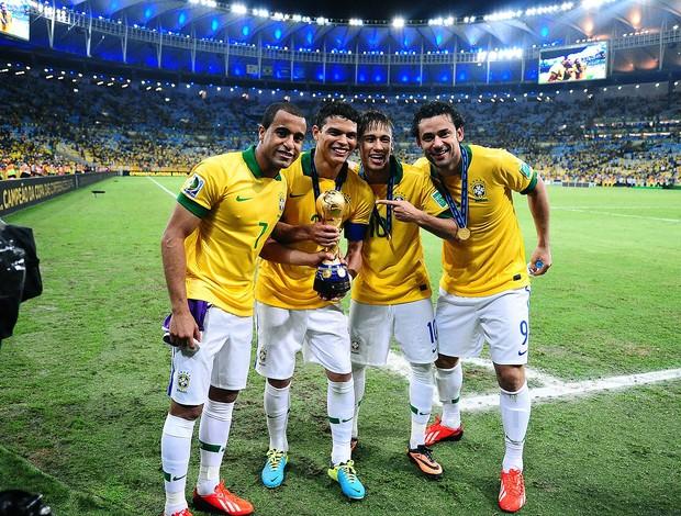 Lucas, Thiago Silva, Neymar e Fred comemoração Brasil taça (Foto: Marcos Ribolli / Globoesporte.com)