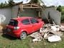 Carro invade casa na zona rural de Varzedo e destrói cômodo