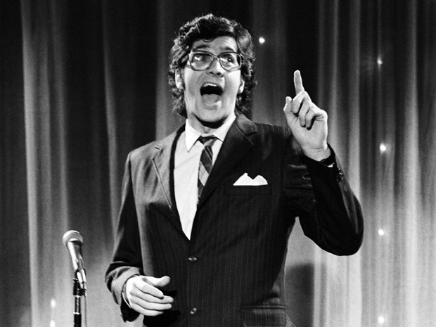 Comediante Tom Davis em 1978, no 'Saturday Night Live' (Foto: AP/NBCU Photo Bank)