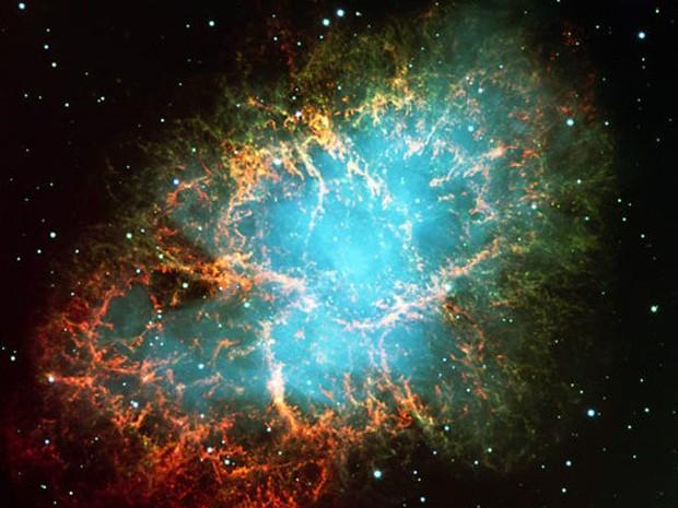 Observações do instrumento FORS2 captaram essa explosão de uma supernova a cerca de 6 mil anos-luz da Terra, que teria acontecido no ano de 1054. A cor verde é produzida por hidrogênio e o azul, por elétrons energizados (Foto: ESO)