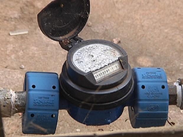 b6c0ca9b38b Hidrômetro deve ficar visível para a leitura do funcionário da emrpesa  (Foto  Reprodução