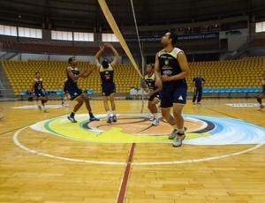 Jogadores do time de vôlei de Uberlândia treinam para Camepeonato Mineiro (Foto: Divulgação)